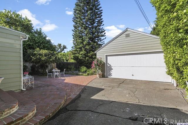 11753 Riverside Drive, Valley Village CA: http://media.crmls.org/medias/f9196786-5f27-4996-9e2c-60591eab6544.jpg