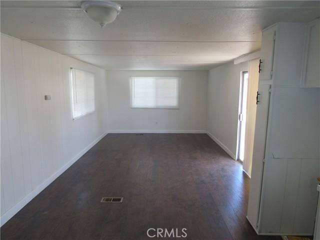 3600 Colorado River Road, Blythe CA: http://media.crmls.org/medias/f923f7f4-99b0-4b2e-b43f-af0f871bd65c.jpg
