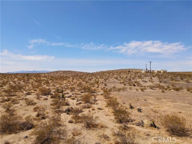 5992830 Border Road, Joshua Tree CA: http://media.crmls.org/medias/f939a834-a390-4181-b88e-574f070c713b.jpg