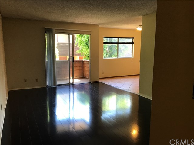 5400 Newcastle Ave # 11 Encino, CA 91316 - MLS #: RS17139162