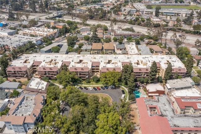 444 Piedmont Avenue, Glendale CA: http://media.crmls.org/medias/f9ac6fed-583c-4ed2-9b11-19e6456bc41b.jpg