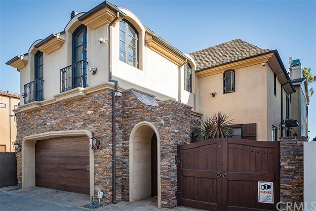Single Family Home for Sale at 2148 East Oceanfront St 2148 Oceanfront Newport Beach, California 92661 United States