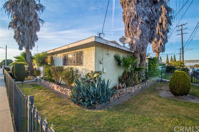 Single Family Home for Sale at 1421 S Willowbrook Avenue Compton, California 90222 United States