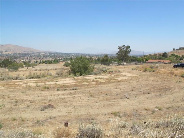 11275 Eagle Rock Road, Moreno Valley CA: http://media.crmls.org/medias/f9c72fb0-b026-497f-93b1-71228ff12e46.jpg