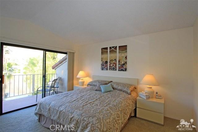 54673 Tanglewood, La Quinta CA: http://media.crmls.org/medias/f9dfb636-e989-47e6-9591-2e3c8152899f.jpg