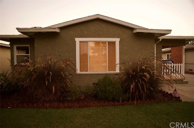 2106 Valencia Street, Santa Ana CA: http://media.crmls.org/medias/fa1d8ae9-0a9a-4977-85c8-71e7d8e615e1.jpg