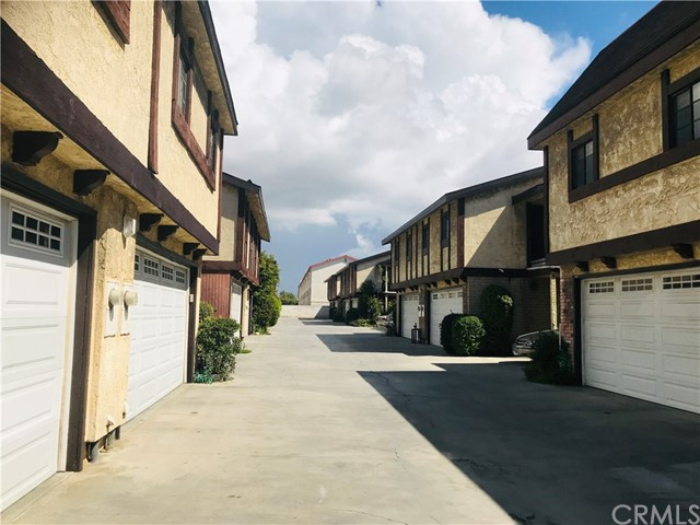 13400 Doty Avenue, Hawthorne, California 90250, 3 Bedrooms Bedrooms, ,3 BathroomsBathrooms,Condominium,For Sale,Doty,CV19070497