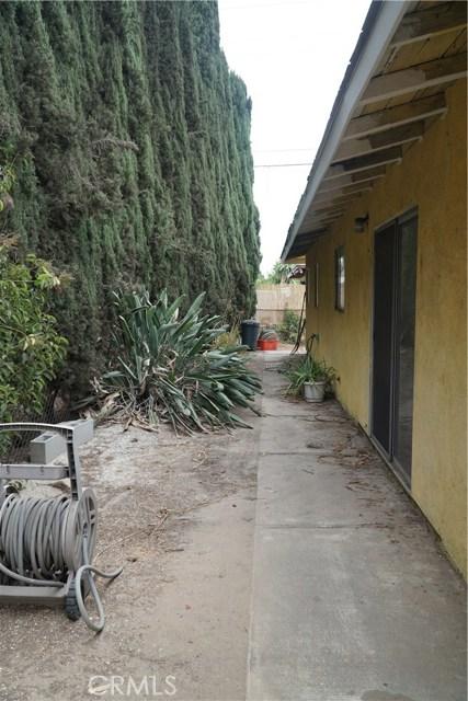824 Sycamore, Montebello CA: http://media.crmls.org/medias/faafc176-ed99-446f-9e2d-e0243f62a409.jpg