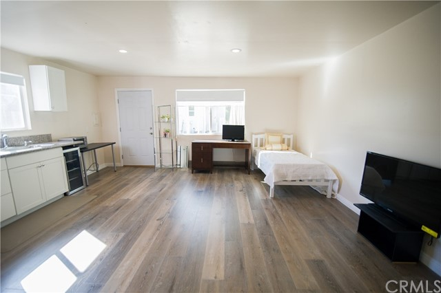 Residential Lease for Rent at 1180 S Lucerne Boulevard 1180 S Lucerne Boulevard Los Angeles, California 90019 United States