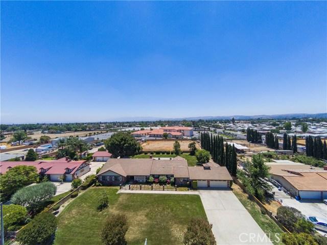 4541 Mustang Road, Chino CA: http://media.crmls.org/medias/fad59424-401a-4949-8164-243db219d7c0.jpg