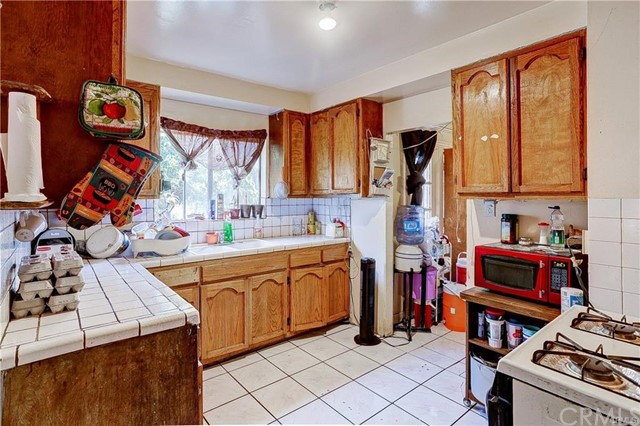 714 S Woods Avenue, Los Angeles CA: http://media.crmls.org/medias/fafe0102-f777-4b70-8a7c-e1a4acf95d03.jpg