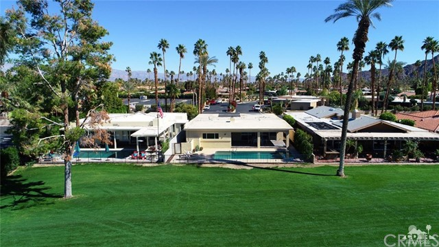 45337 Club Drive, Indian Wells CA: http://media.crmls.org/medias/fb1cdd83-fba0-4d05-b3a0-266223aa886f.jpg