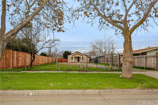 Detail Gallery Image 1 of 1 For 645 W 10th St, Merced,  CA 95341 - 2 Beds | 1 Baths
