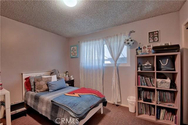 2077 Wallace Avenue, Costa Mesa CA: http://media.crmls.org/medias/fb292970-6cca-4471-adf8-88904ba83027.jpg