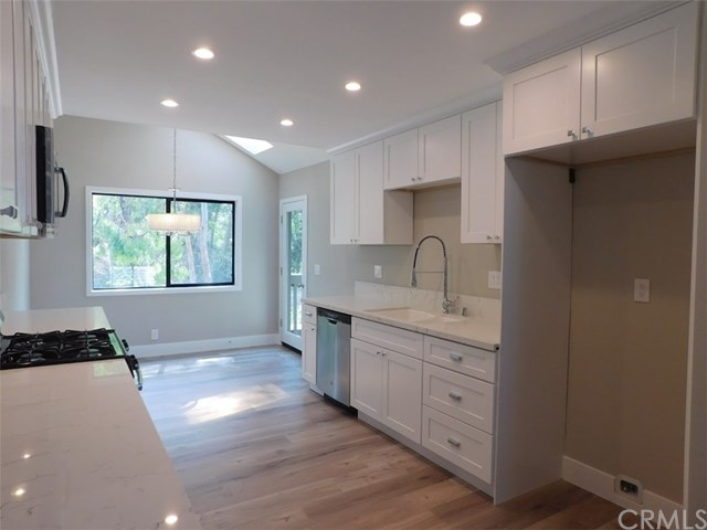 2066 Meadow View Lane, Costa Mesa CA: http://media.crmls.org/medias/fb2d9c57-a163-40dc-804a-fbd4bf1cb685.jpg