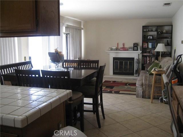 945 Amherst Street, Corona CA: http://media.crmls.org/medias/fb312fd9-961a-4d40-944f-22e9bed087e6.jpg