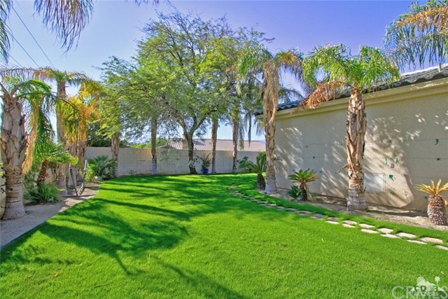 7 Dickens Court, Rancho Mirage CA: http://media.crmls.org/medias/fb3a18a6-6e33-4e0a-8807-802278e0e75b.jpg