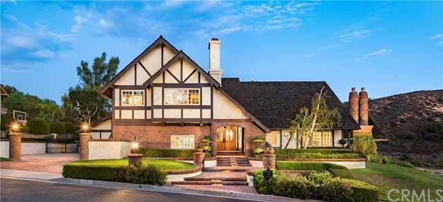 Single Family Home for Sale at 10202 Overhill Drive North Tustin, California 92705 United States