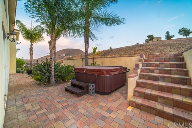 22941 Gold Rush Place, Canyon Lake CA: http://media.crmls.org/medias/fb412b7e-e922-416e-bb25-5535a907c47c.jpg