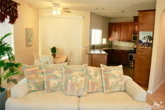 65119 South Cliff Circle, Desert Hot Springs CA: http://media.crmls.org/medias/fb66ac5e-38d4-4f46-8292-5ab46d1dff11.jpg