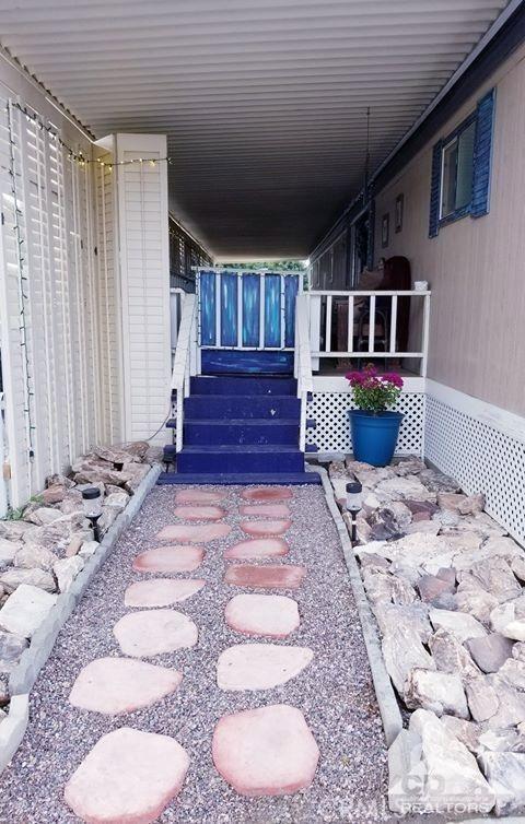 51555 Monroe Street, Indio CA: http://media.crmls.org/medias/fb7ab155-36a2-4d5e-8438-9017db3774b9.jpg
