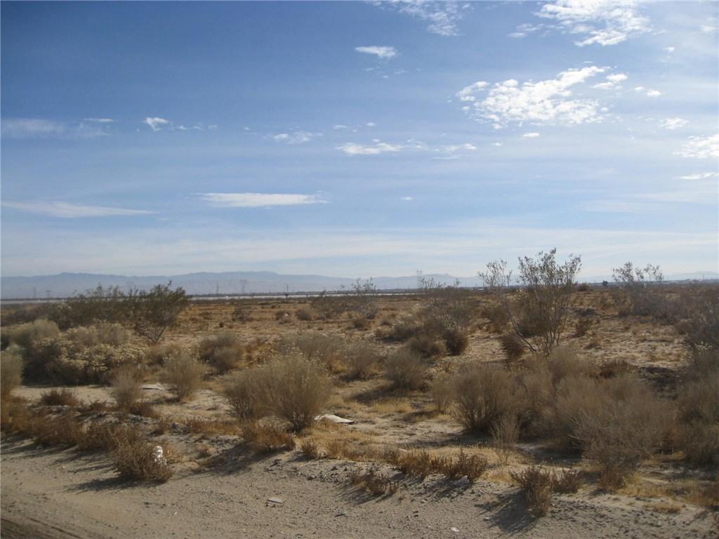 11111 Rancho, Adelanto CA: http://media.crmls.org/medias/fb7de436-08b4-4a54-8650-6d5c849f664f.jpg