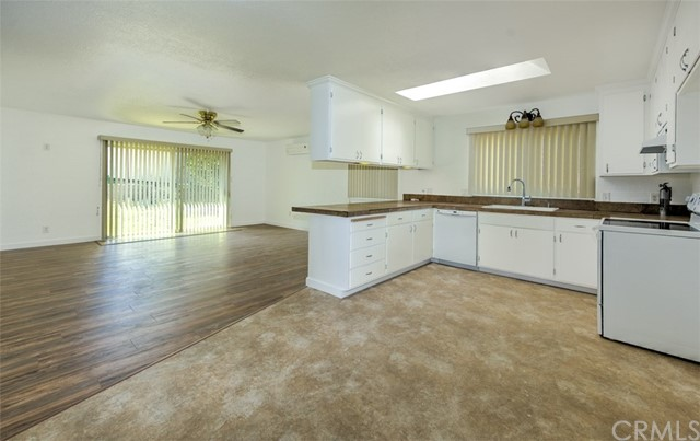 655 14th Street, Lakeport CA: http://media.crmls.org/medias/fb8c73ef-8be2-4975-ad9c-500af72aabe2.jpg