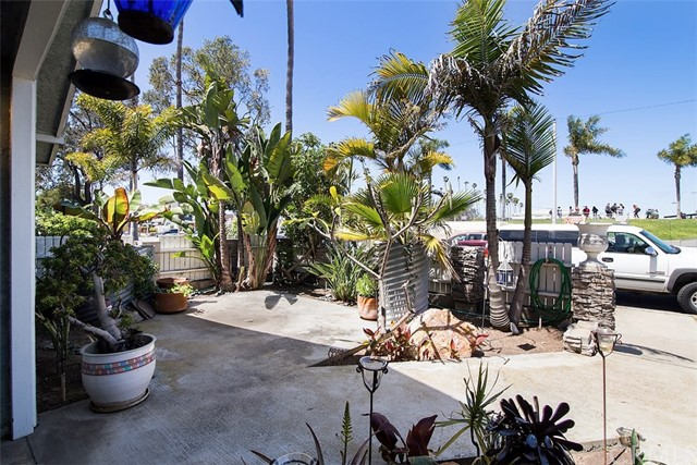 716 14th Street, Huntington Beach CA: http://media.crmls.org/medias/fbb9bb34-355e-4604-8312-8825d56b8317.jpg