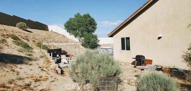 14416 Doe Skin Way, Victorville CA: http://media.crmls.org/medias/fbc5d4de-d7f4-4b85-b371-b9ab66ce201f.jpg