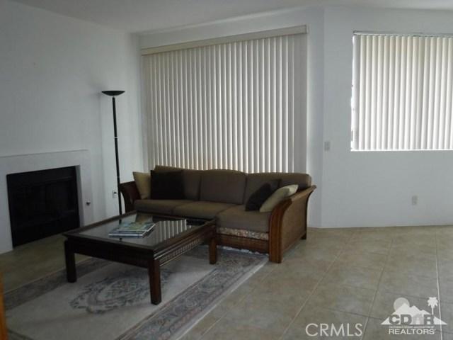 54493 Tanglewood, La Quinta CA: http://media.crmls.org/medias/fbdd04f9-33dd-404a-aed2-99404b868f7d.jpg