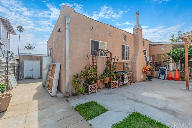 1052 S Townsend Avenue, East Los Angeles CA: http://media.crmls.org/medias/fbf220e8-e55a-41c2-a6c8-a489c5aecc6d.jpg