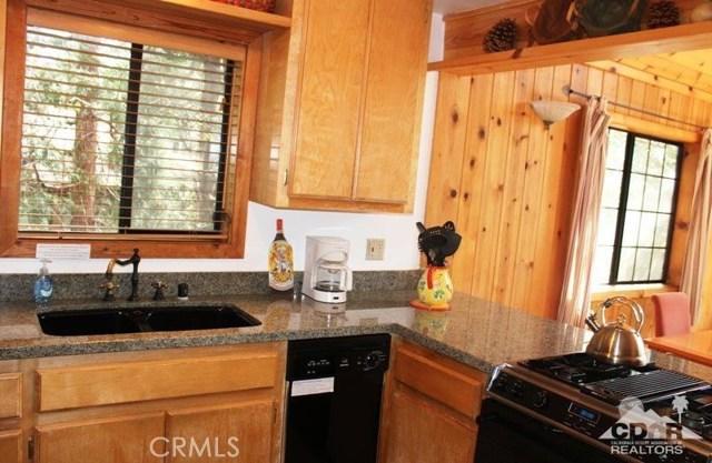 23076 Oak Leaf Lane, Idyllwild CA: http://media.crmls.org/medias/fc13c3ec-fa64-48a2-ae4f-ffbb7a6e54c2.jpg