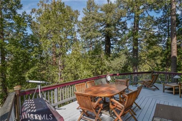 527 Rainier Road, Lake Arrowhead CA: http://media.crmls.org/medias/fc445bee-0b32-47fc-a0c0-473e62e82e67.jpg