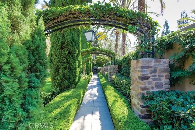 40 Gardenpath, Irvine CA: http://media.crmls.org/medias/fc4e8797-a4c3-4be9-a18f-6316386be19e.jpg