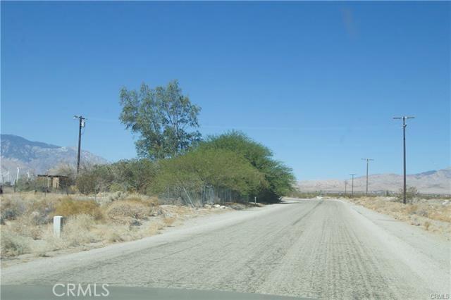 5 Kay Road, Desert Hot Springs CA: http://media.crmls.org/medias/fc863495-ca18-4638-83eb-f4747e8e861e.jpg