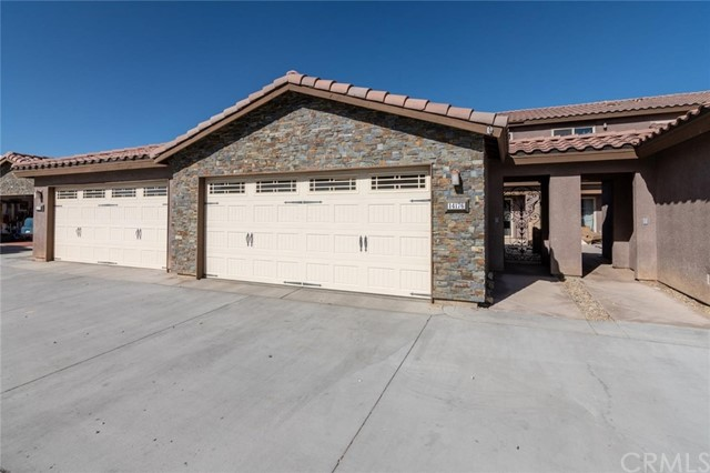 14176 Kiowa Road, Apple Valley CA: http://media.crmls.org/medias/fc9e2ca1-85b9-4620-ae3d-b3bb42be0d93.jpg