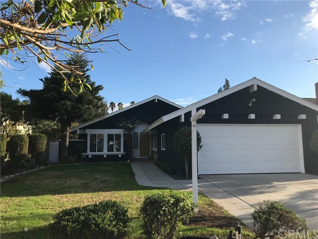 Beautiful spacious 3bedrooms 2bathrooms with a great layout, having two dining rooms huge living room, beautiful master bedroom, new kitchen, new flooring, new windows, freshly paint inside and out, this is a must see to appreciate house