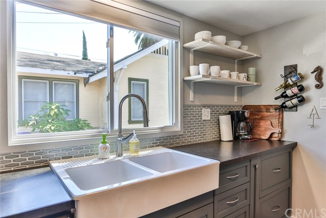 3615 E 8th Street, Long Beach CA: http://media.crmls.org/medias/fcb45d17-14f4-4762-89a6-751f65ba1531.jpg