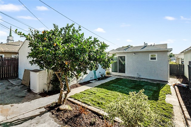 5442 Lemon Avenue, Long Beach CA: http://media.crmls.org/medias/fcbf2f2a-a9a2-4649-83e8-3c2ee2bb87eb.jpg