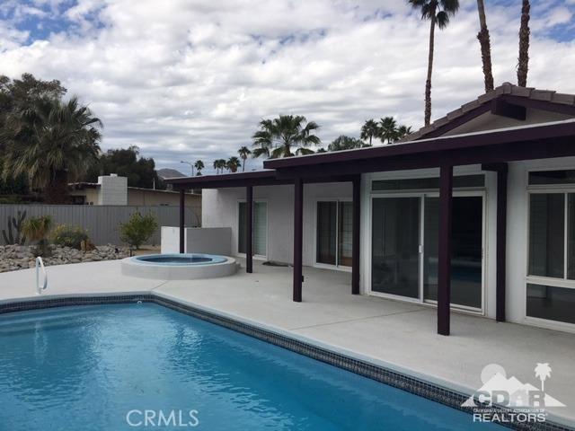 777 Via Escuela, Palm Springs CA: http://media.crmls.org/medias/fcd49c8d-296f-4503-9f9c-9956d8ca8192.jpg