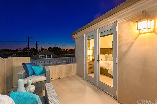 608 1/2 Begonia Avenue, Corona del Mar CA: http://media.crmls.org/medias/fcd89182-3d48-4b22-9fa2-7d82c1da6c76.jpg
