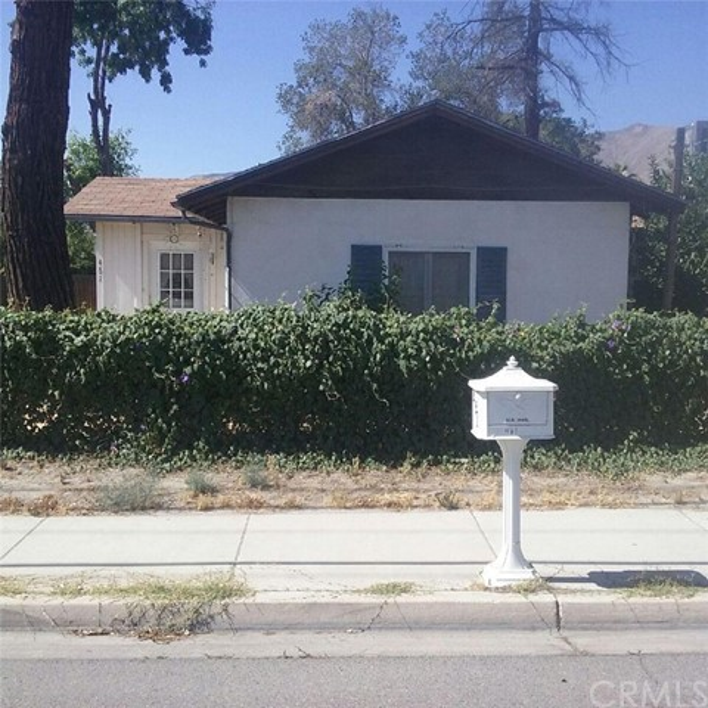 461 E 1st Street, San Jacinto CA: http://media.crmls.org/medias/fce711a1-5b70-438d-abfd-1177a61c9b6e.jpg