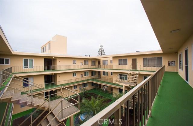 3695 Linden Avenue, Long Beach CA: http://media.crmls.org/medias/fcef3f42-c705-4b26-815b-2990665ece70.jpg