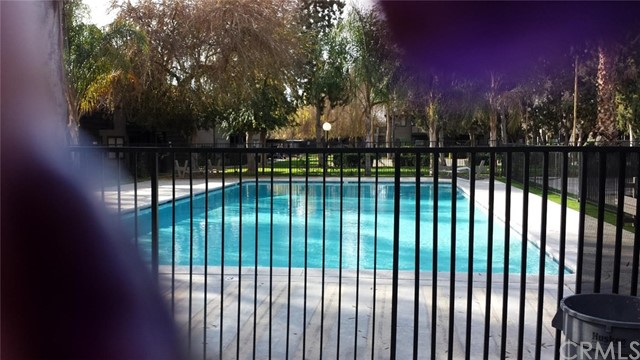 1151 S Chestnut Avenue, Fresno CA: http://media.crmls.org/medias/fcf902a2-4de3-4fa6-ae58-ff301a783ee4.jpg