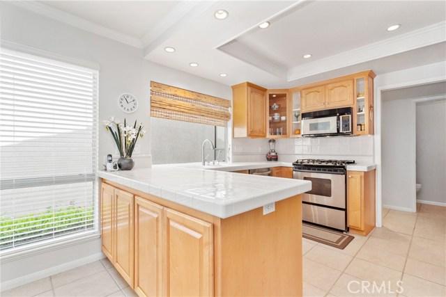 915 S Ridgecrest Circle, Anaheim Hills CA: http://media.crmls.org/medias/fcfe677d-e955-4d91-b45e-d5474a47dfe8.jpg