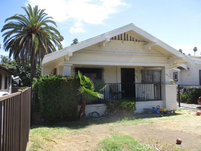 4504 S Van Ness Avenue, Los Angeles CA: http://media.crmls.org/medias/fd10a5c0-52b4-435e-a003-a6429059b28a.jpg