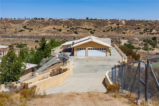 14455 Summit Valley Rd, Hesperia, CA 92345