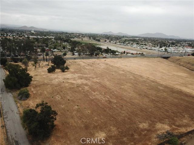 2226 Foothill Boulevard, San Bernardino CA: http://media.crmls.org/medias/fd368575-fca8-4d35-96d5-dea54d772a6e.jpg