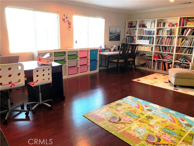1078 Benedict Circle, Corona CA: http://media.crmls.org/medias/fd51a8a7-d223-4b7e-84c6-a6c15fcccbbb.jpg