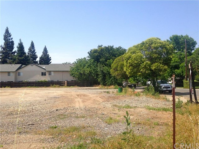996 E 1st Avenue, Chico CA: http://media.crmls.org/medias/fd54539c-ce18-4891-a436-cc87bb9e9ac1.jpg
